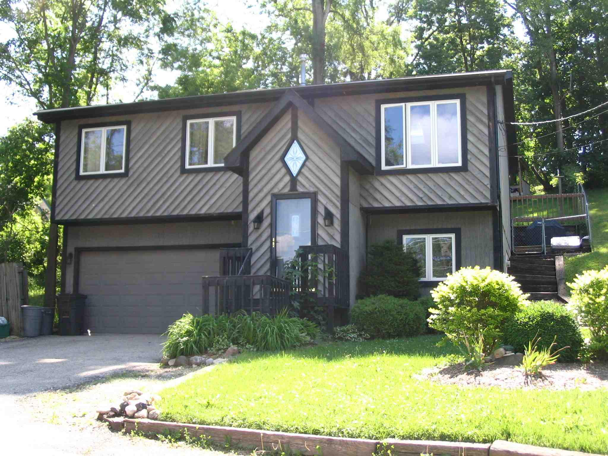 ForSaleByOwner (FSBO) home in Fox Lake, IL at ForSaleByOwnerBuyersGuide.com