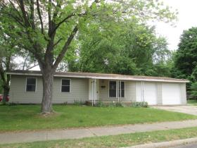 ForSaleByOwner (FSBO) home in Pekin, IL at ForSaleByOwnerBuyersGuide.com