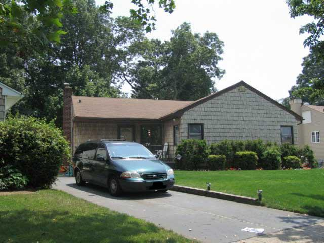 ForSaleByOwner (FSBO) home in West Hempstead, NY at ForSaleByOwnerBuyersGuide.com