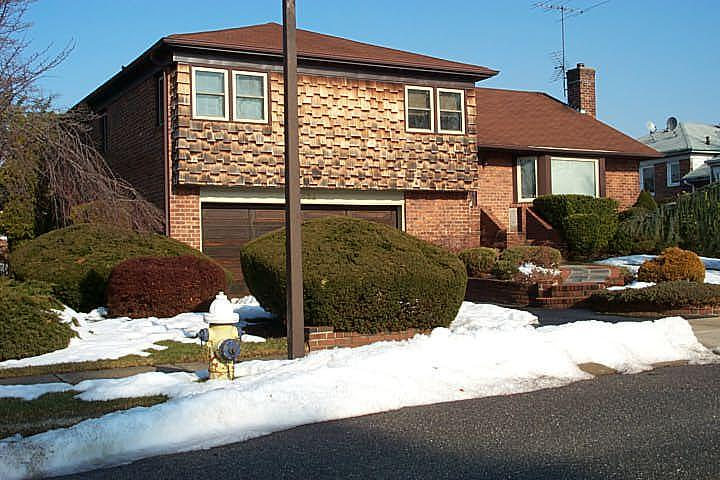 ForSaleByOwner (FSBO) home in East Meadow, NY at ForSaleByOwnerBuyersGuide.com